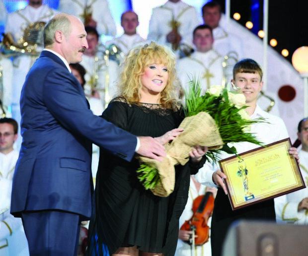Пугачева получила высшую награду от Лукашенко: за что отблагодарил Примадонне президент Беларуси