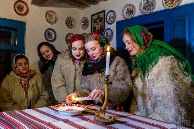 Цікаві звичаї на Андріївські вечорниці: ворожіння на нареченого та кусання калити