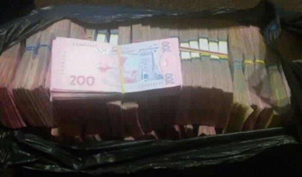 Стрельба в центре Киева: СБУ поймала курьеров с деньгами для выборов (фото)