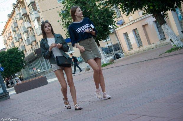 нардеп напал на девушек в коротких юбках