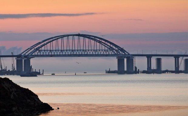 Масштабная природная катастрофа, пустые обещания оккупантов и рабский труд: что изменилось через год после открытия Крымского моста