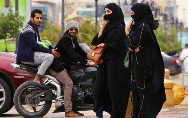 Арабы впервые пустили женщин за руль
