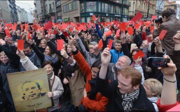"""""""Гуд бай, Ленин"""" теперь в ЕС: тысячи людей вышли на протест"""