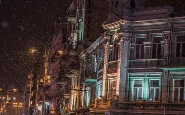 Следы крови и арсенал оружия: киевскую многоэтажку всколыхнуло ЧП