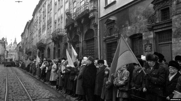 Живий ланцюг у центрі Києва, архівні фото