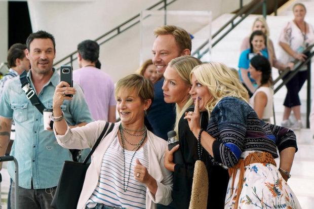 """""""Беверли-Хиллз, 90210""""возвращается: перезапуск культового сериала показали в сети"""