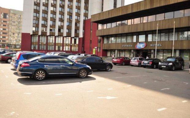 По голове себя покрасьте: соцсети возмутил дизайн киевской гостиницы