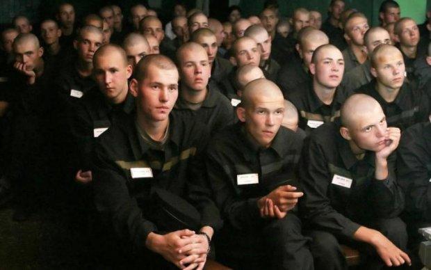 """""""АУЄ"""" в Україні: хто і навіщо тягне молодь до криміналу"""