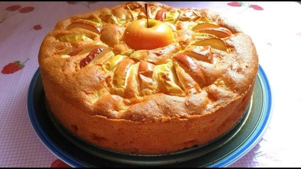 Рецепт, який повинна знати кожна господиня: яблучний пиріг з медом