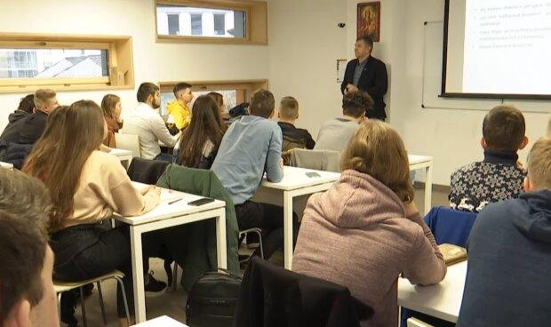 Студенти, кадр з відео