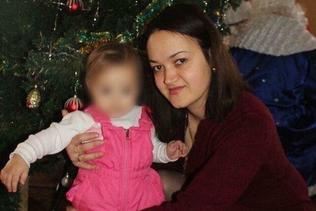 """Рак приковал к постели молодую красавицу из Днепра: """"Спасите мамочку"""""""
