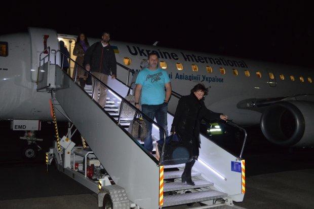 Крупнейшая авиакомпания Украины на грани банкротства: задержка зарплат и массовое сокращение
