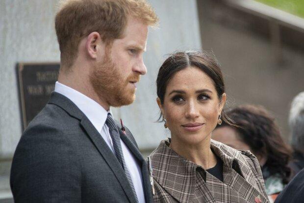 """ЕлизаветаII """"выбросила"""" Меган Маркл и принца Гарри из дворца: смертельно обидели королеву"""