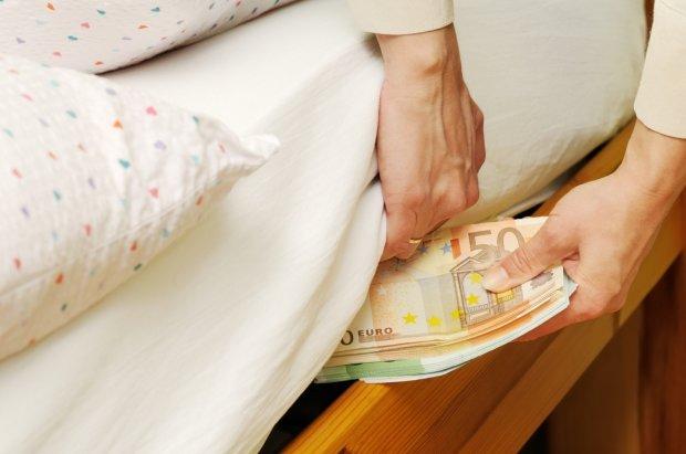 Украинцы больше стали экономить: на чем и сколько откладывают