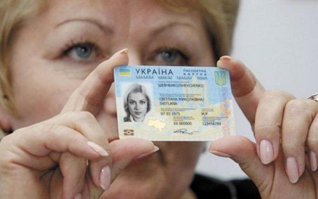 Пограничники развенчали мифы о биометрических паспортах для крымчан