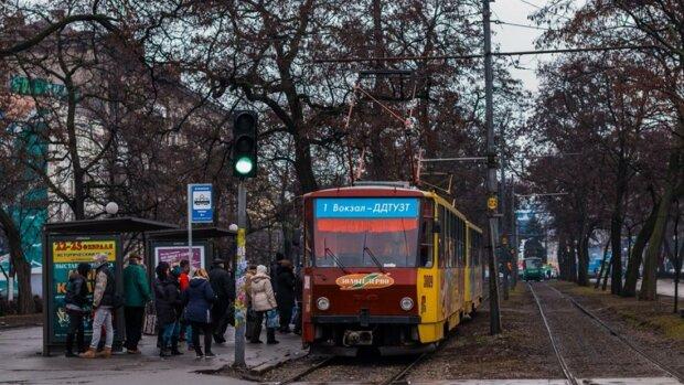 У Дніпрі на ходу спалахнув трамвай, фото: Дніпроград