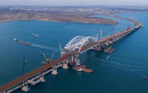 """Украинцы смеются над """"аншлагом"""" на Керченском мосту: фото"""