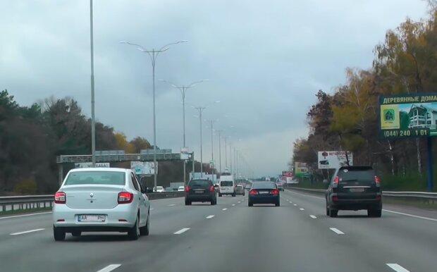 Автомобілі на дорозі, скріншот відео