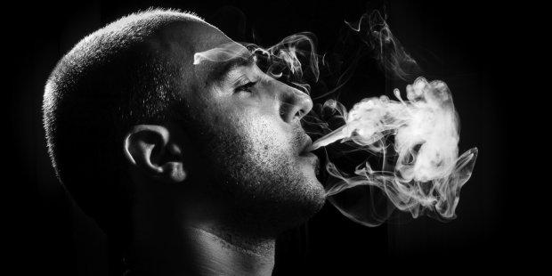 Дослідження: найпоширеніша шкідлива звичка отупляє кілька поколінь
