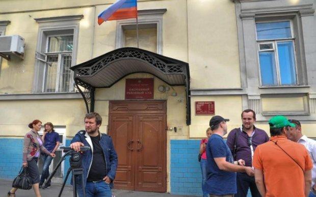 Сам п'ю, сам гуляю: росіяни заарештували українського екс-генпрокурора