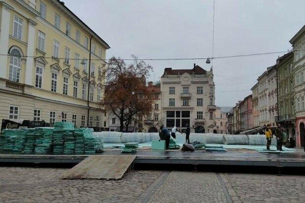 Свято наближається: у Львові встановлюють ковзанку, відчуй себе дитиною