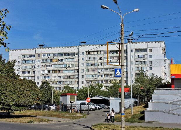 В синей футболке с петухом: в Харькове разыскивают преступника, охотится на детей
