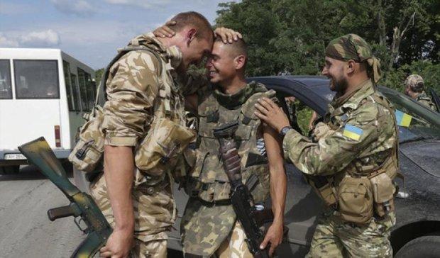 Троє військових звільнені з полону бойовиків