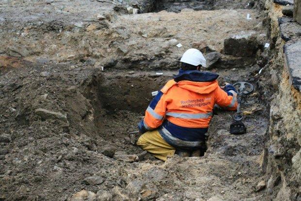 Квазімодо відпочиває: під сквером Нотр-Дам знайшли таємниче поховання, археологи втратили дар мови