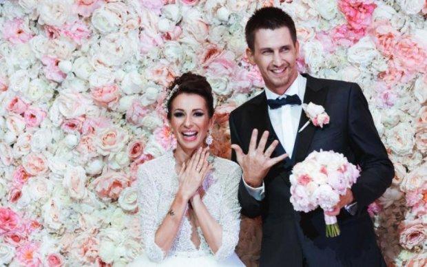 Втратив свідомість і зламав ніс: чоловік підкорив YouTube витівкою на весіллі