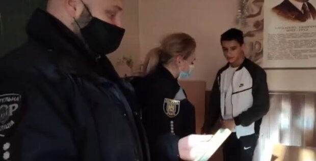 У Львові відважний школяр врятував життя старенькій сусідці, справжній герой: взяв до рук викрутку і...