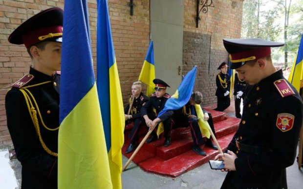 Киевские курсанты опозорили военную честь в метро: видео