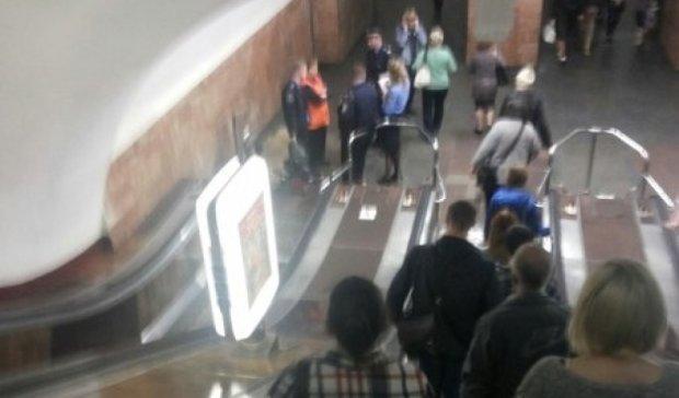 На эскалаторе метро Арсенальная умер мужчина