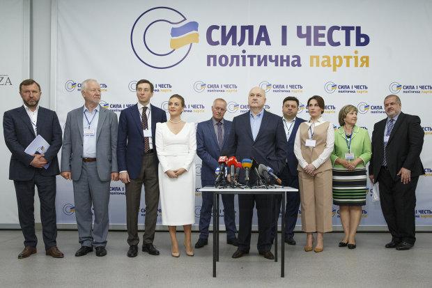 Украинцы бунтуют против депутатов, которых Смешко ведет в Раду: люди Ахметова, Януковича и Порошенко