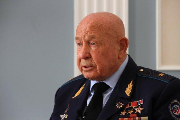 Олексій Леонов