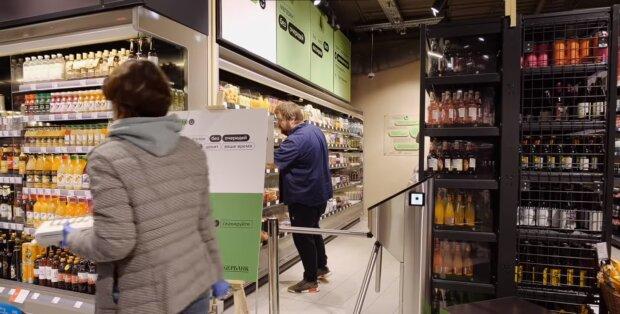 Людина в магазині, скріншот: Youtube