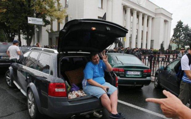 Евробляхи в Украине: как купить, завезти и оформить авто по новым правилам