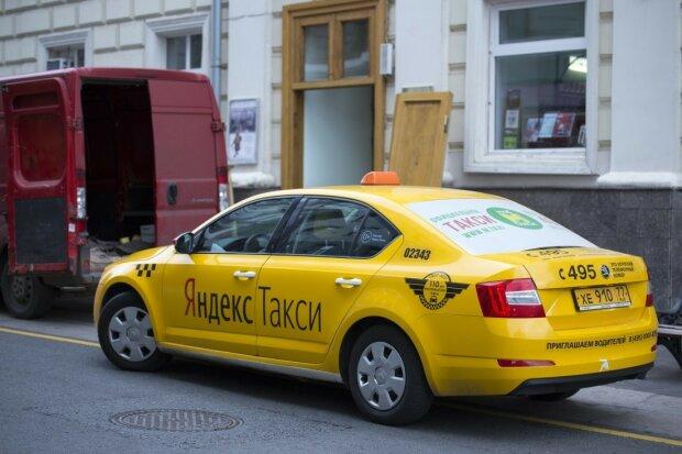 """Киевлян катают на """"тачках Путина"""": что делает """"Яндекс такси"""" в сердце Украины, скандальные кадры"""