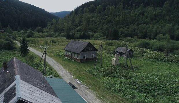 Заброшенное село Буркут в Карпатах