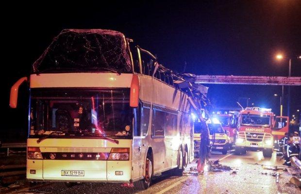 В России автобус с украинцами врезался в грузовик, десятки пострадавших: первые кадры и подробности