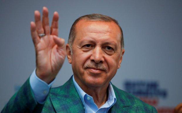 Эрдоган свернул торговлю с аннексированным Крымом: ответ Путину за Украину