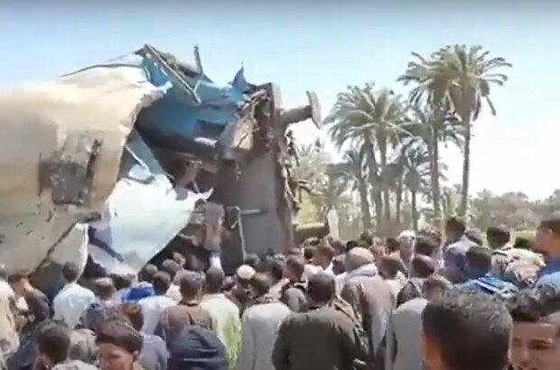 В Египте столкнулись пассажирские поезда, кадр из видео
