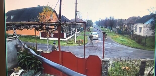 """Колонны спецтехники вошли в Закарпатье: """"Проверяют всех"""""""