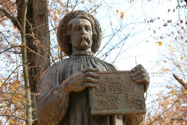 Как украинец Петр Прокопович изобрел первый рамочный улей и спас пчел: сладкая история