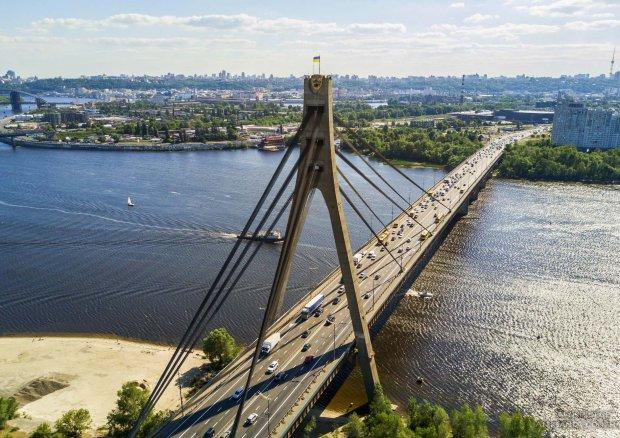 """В Киеве """"устал"""" еще один мост: где и когда ограничат движение"""