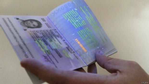 Украинские биометрические загранпаспорта станут доступней