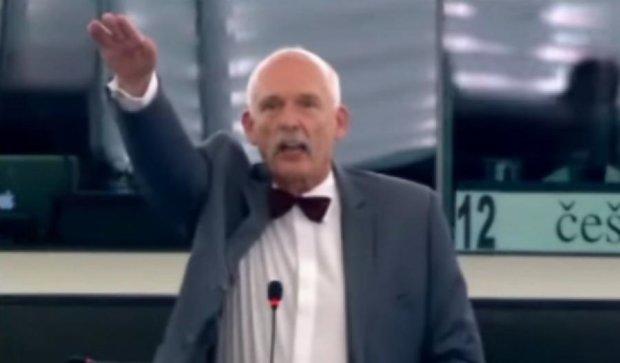 МЗС Польщі вибачилось за «зігуючого» політика