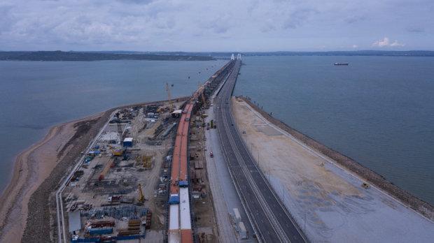 Крымский мост уничтожает все живое: сколько беды наделала больная фантазия Путина в Керчи