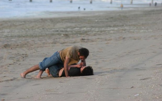 Сладкая парочка забыла о приличии на пляже Запорожья