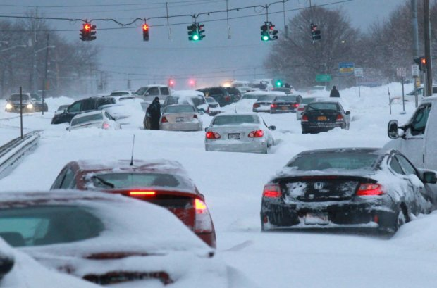 Сніговий апокаліпсис: цілі області замерзають без світла, холод відрізав від цивілізації сотні тисяч людей, є жертви