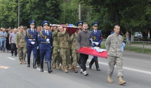 В Виннице похороны погибшего на фронте бойца остановила полиция